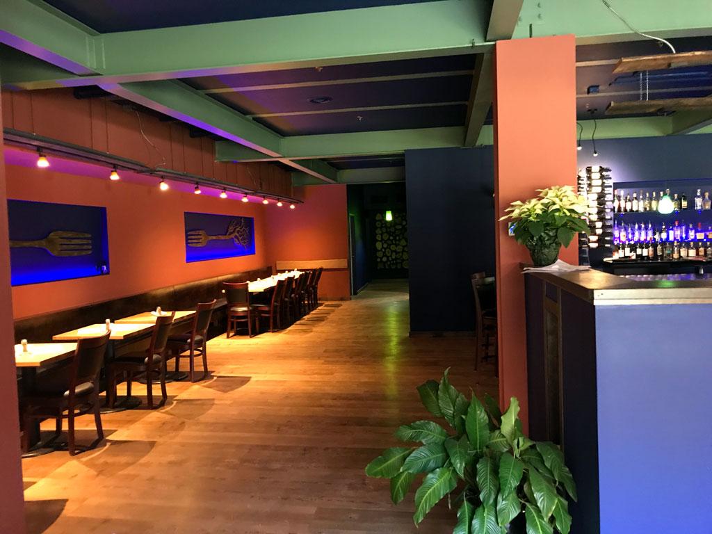 Roots-Restaurant-Interior_Green-Screen-Graphics-2